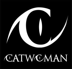 logo con letras de catwoman blanco sobre fondo negro